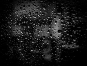 regen tegen een ruit